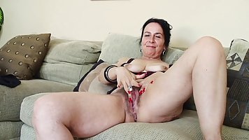 Mature woman taking off her clothes started to masturbate pussy