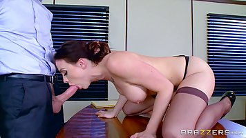 Office Secretary sucks the boss baluba and gives himself to fuck